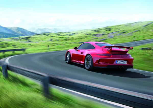 Porsche-911-GT3-Straße-unterwegs-Kurve