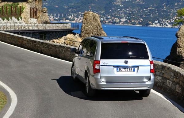 Lancia Voyager Heck Ansicht