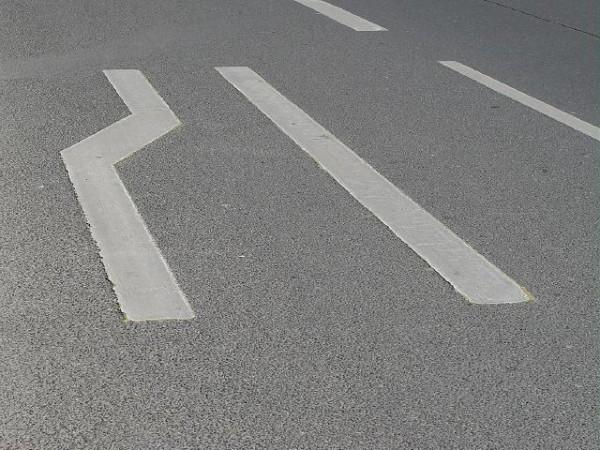 Fahrbahnverengung Einordnen lassen Reißverschlusssystem