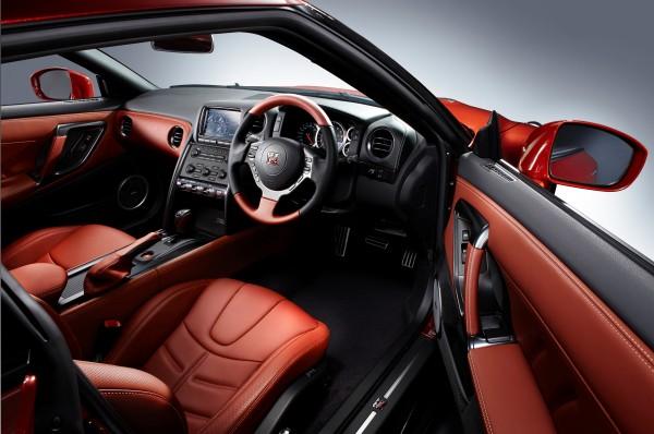 Nissan GT-R 2014 Innenraum
