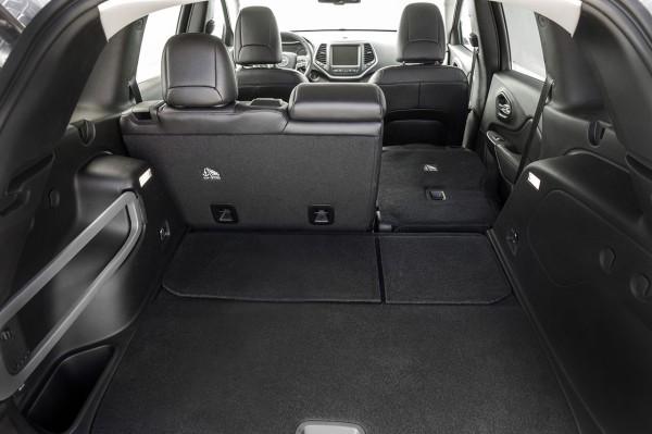 Jeep Cherokee Limited Innenraum Kofferraum