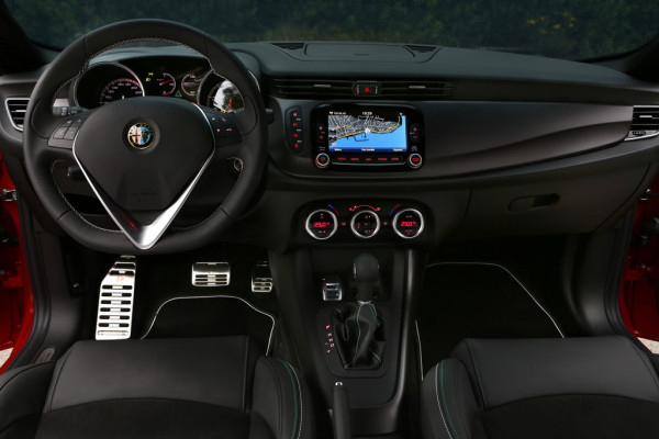 Alfa Romeo Giulietta Quadrifoglio Verde Innenraum