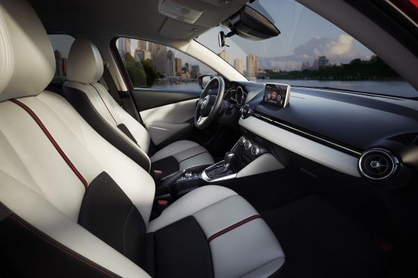 Mazda2_interior