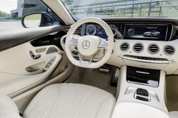 Mercedes-Benz S 65 AMG Coupé Cockpit