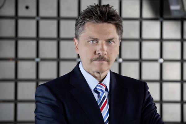 Prof. Rodolfo Schöneburg Leiter Passive Sicherheit und Fahrzeugfunktionen bei Mercedes-Benz Cars