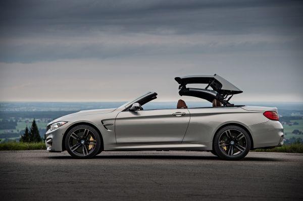 BMW M4 Cabrio Dach beim schließen