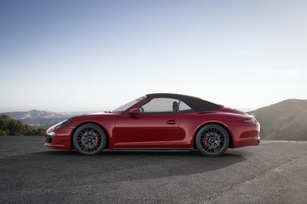 Porsche 911 Carrera GTS Cabriolet Dach geschlossen