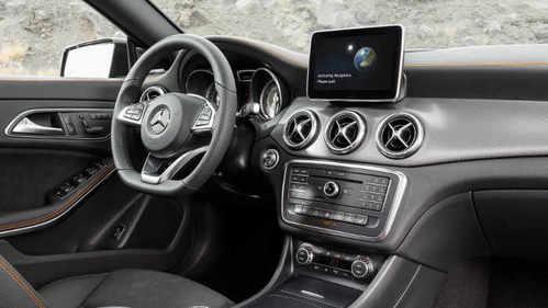 Mercedes CLA 45 AMG Shooting Brake Innenraum