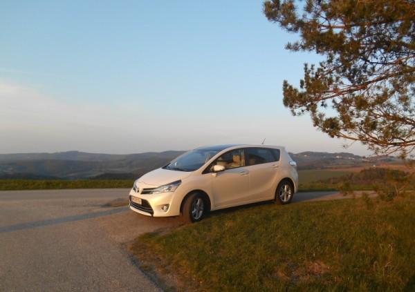 Toyota Verso im Sonnenschein