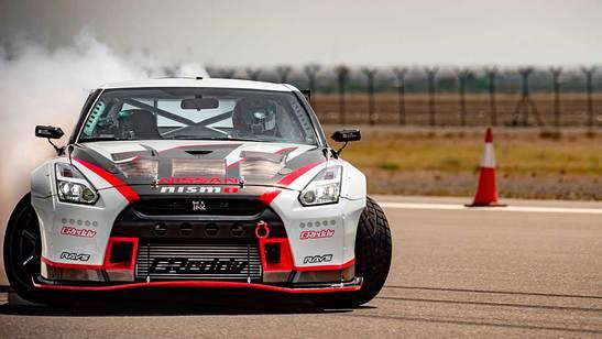 Nissan GT-R driftet zum Weltrekord