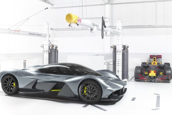 Aston Martin, Red Bull und Cosworth: AM-RB 001