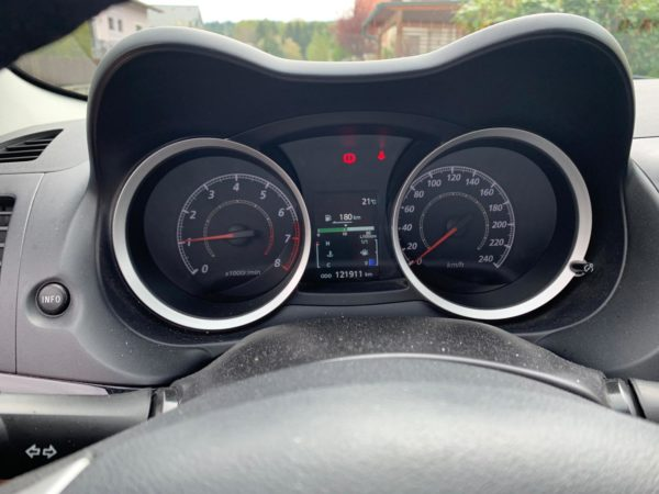 Mitsubishi Lancer Reifendruck-Kontrollsystem auf Sommerreifen und Winterreifen umstellen